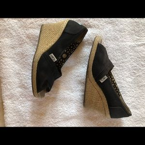 TOMS wedge
